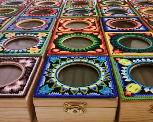 Caja de artesanía Huichol con chocolate - Xocolatl Mexica