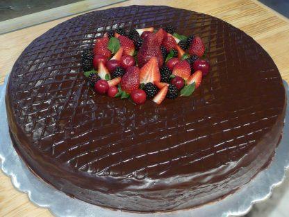 Pastel de chocolate con frutos rojos - Xocolatl Mexica